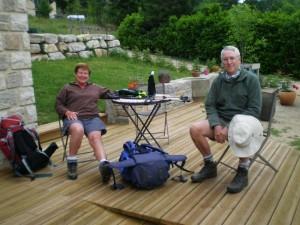 Couple de randonneurs à Meyrueis, Lozère et Cévennes