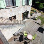 Terrasse Gîte d'étape et de séjour la Draille en Lozère, Meyrueis